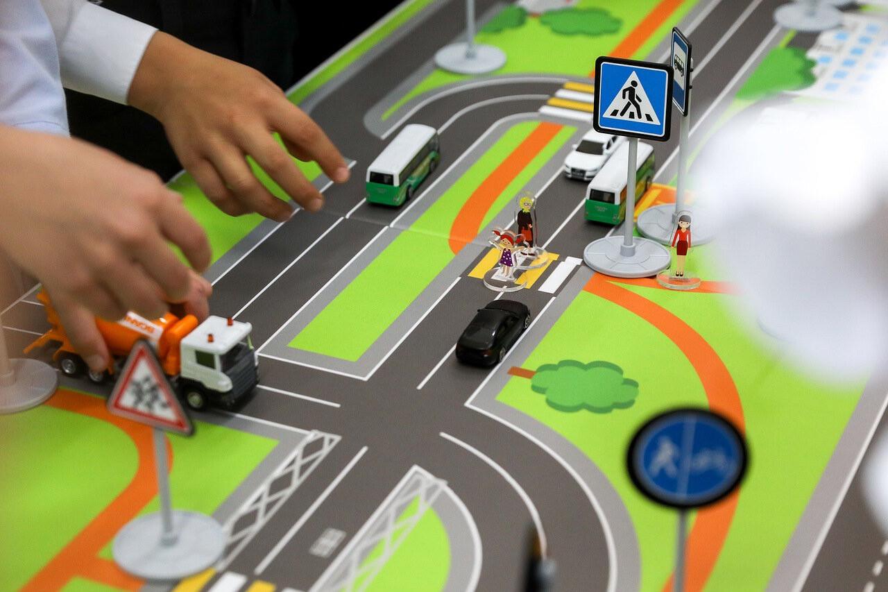 Организация работы по привитию детям навыков безопасного участия в дорожном движении